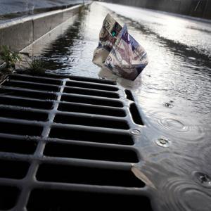 Money down the drain (iStock), p49